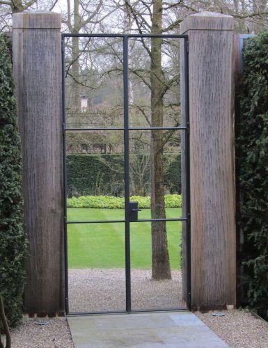 stalen poort met glas