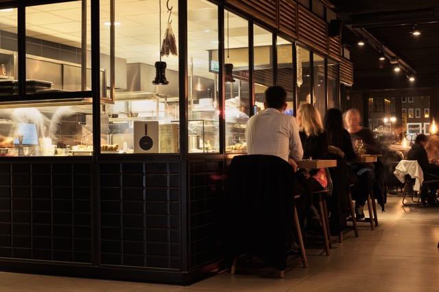 Inrichting turfschip Alkmaar bar
